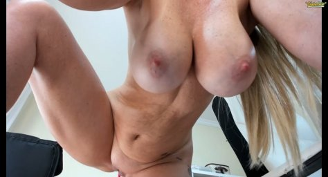 Голая грудастая женщина angel_danm_milf в порно чате