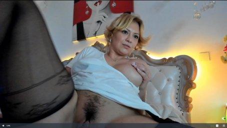 mature woman kiradivine