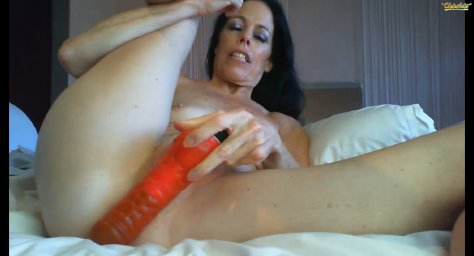 brunette milf luxurylips masturbating in a porn chat with a Dildo