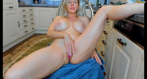 tunderose milf webcam