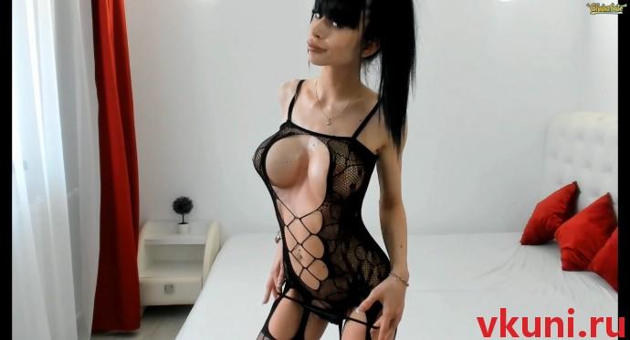 Красивая девушка модель alexissadele в сексуальном наряде