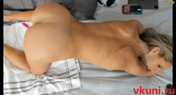 Зрелая блондинка dddtraveler стоит раком в порно чате