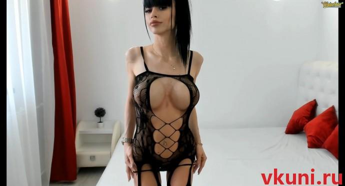 Красивая девушка модель alexissadele в сексуальном наряде в порно чате