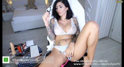 Татуированная модель девушка evelyne92