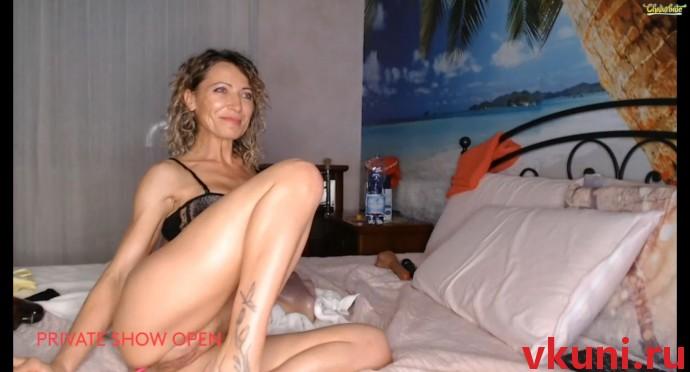 Зрелая женщина fox_and_foxy порно трансляция в видео чате