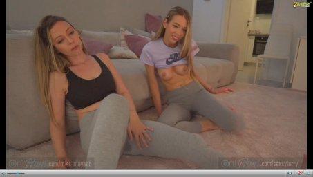 Две блондинки sexxylorry сидят в порно чате общаются