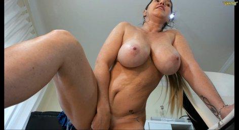 Angel_danm_milf зрелая вебкам модель мастурбирует в порно чате