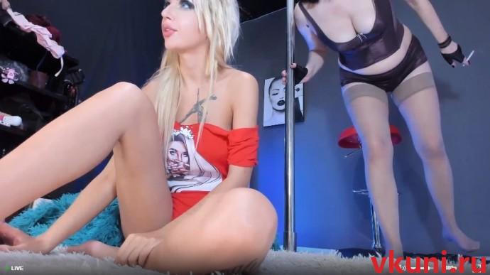 WhiteeBlackk молодая блондинка лесби и ее зрелая подруга в порно чате